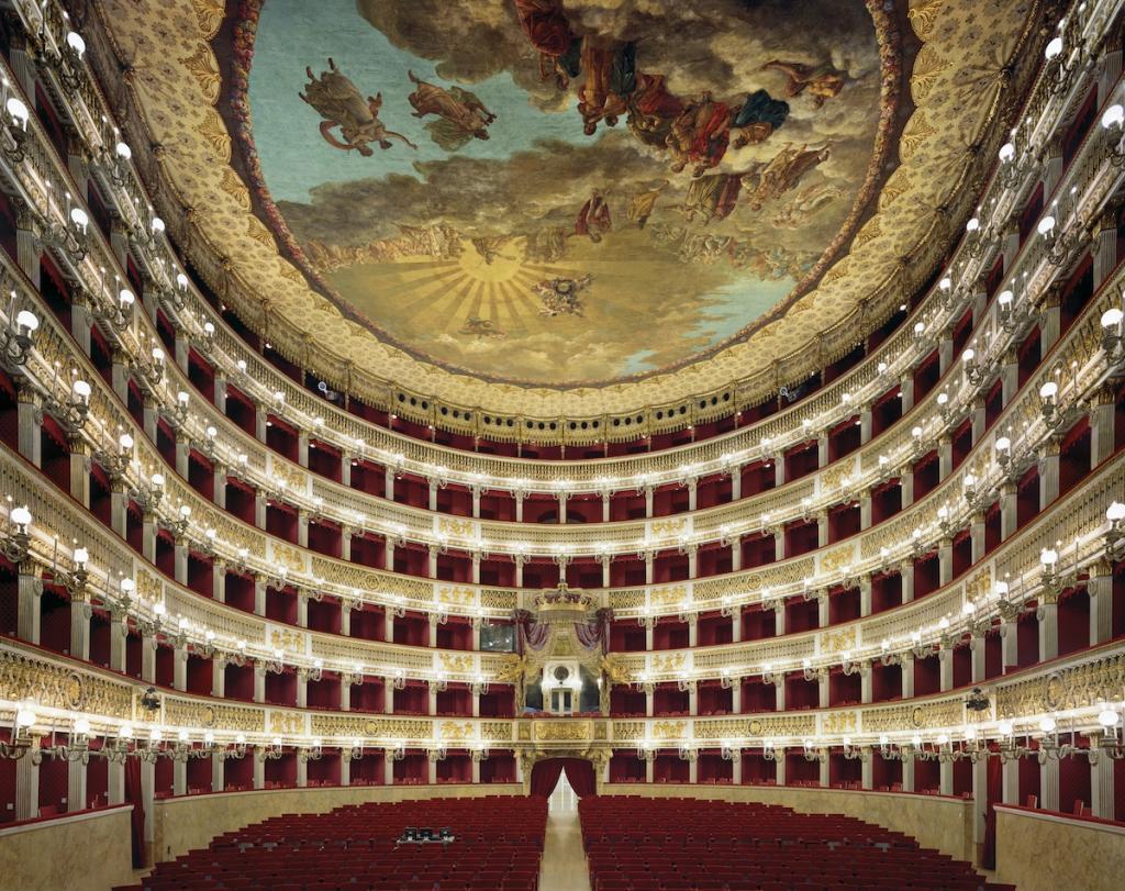 Оперный театр Сан-Карло в Неаполе, Италия