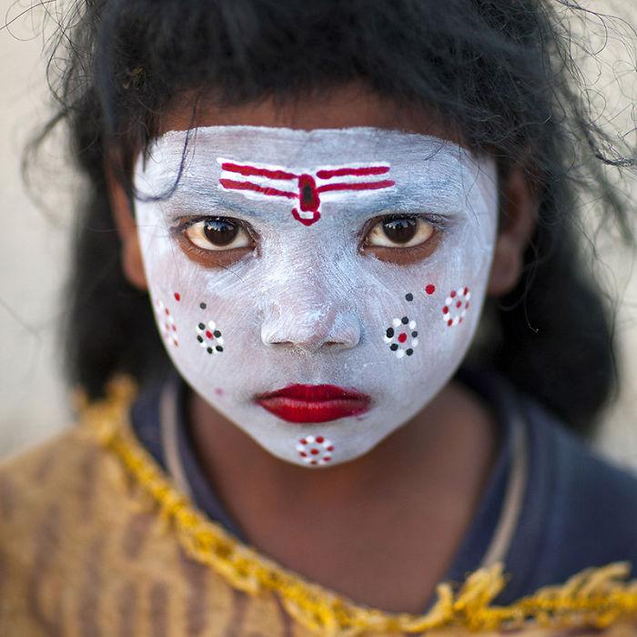 young-girl-with-shiva-make-up-maha-kumbh-mela-allahabad-india-2