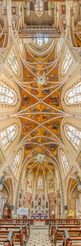 Поразительные вертикальные панорамы церквей мира