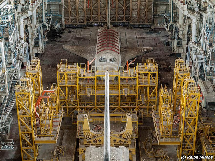 abandoned-soviet-space-shuttle-hangar-buran-baikonur-cosmodrome-kazakhstan-ralph-mirebs-3