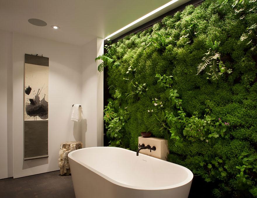 Живые «обои» в ванной