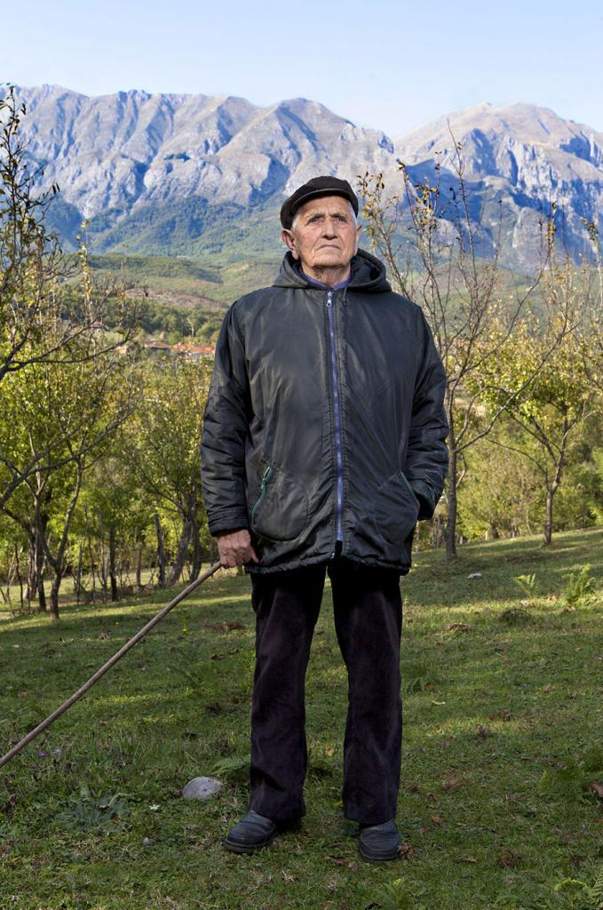 burneshas-albanian-women-who-live-as-men-jill-peters-8