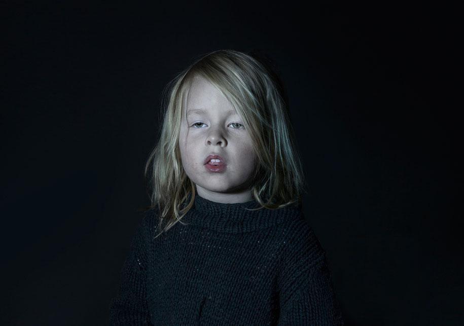 children-watching-tv-idiot-box-donna-lee-stevens-1