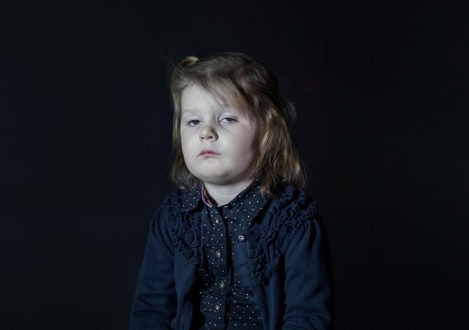 children-watching-tv-idiot-box-donna-lee-stevens-2
