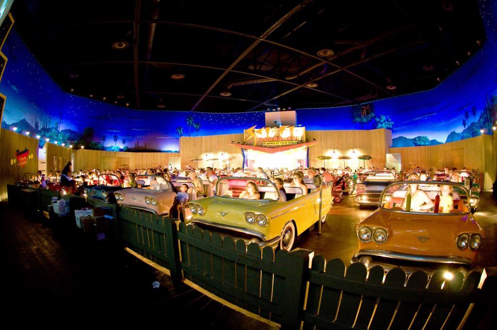 cinemas-interior-theater-restaurant1