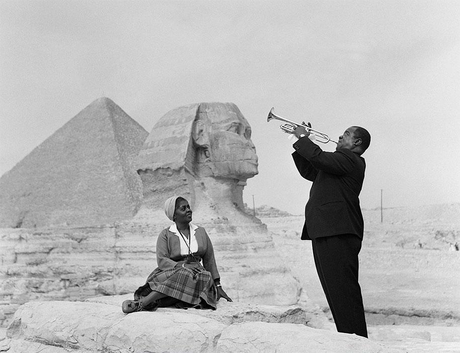 Луи Армстронг с супругой на фоне Большого Сфинкса, 1961 год