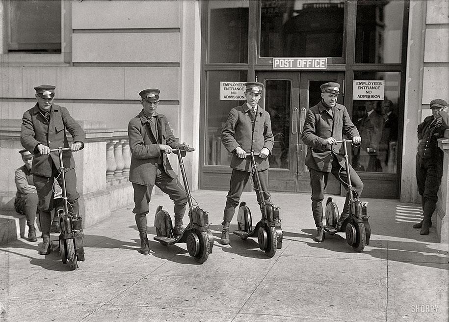 Члены почтового отделения демонстрируют новые скутеры Autopeds, Вашингтон, 1917 год