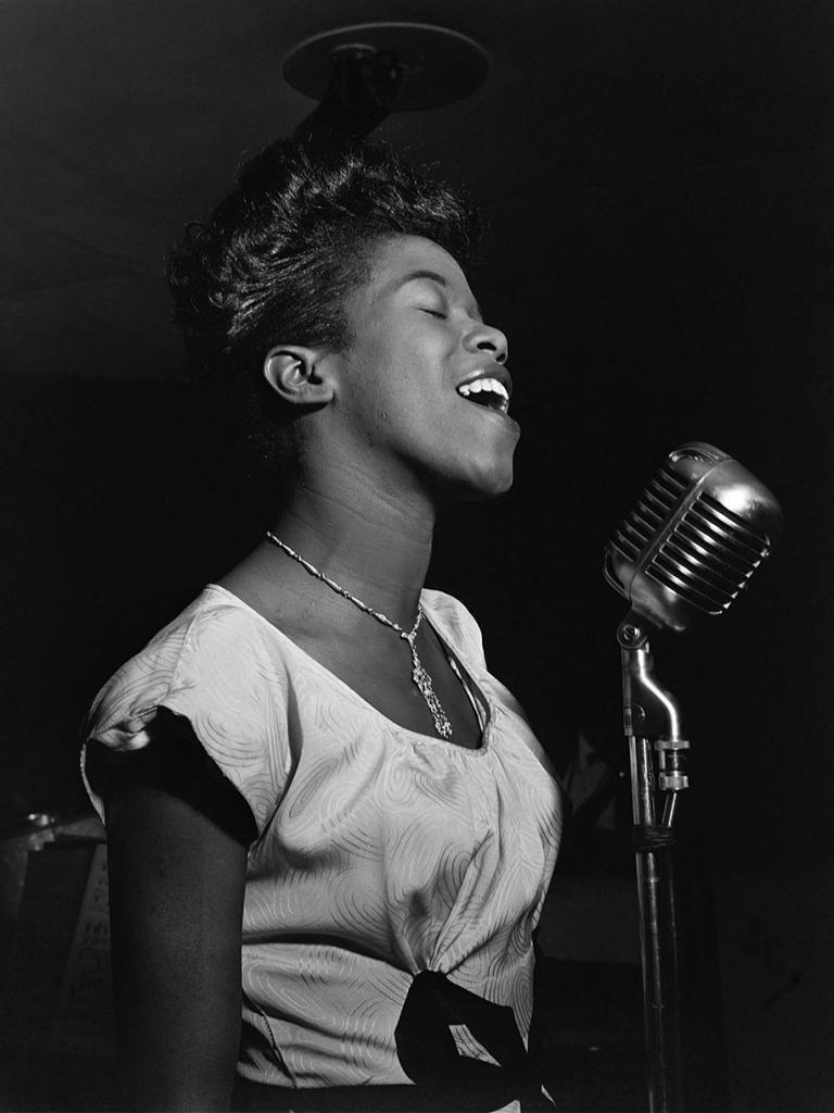 Сара Воан во время выступления, 1946 год