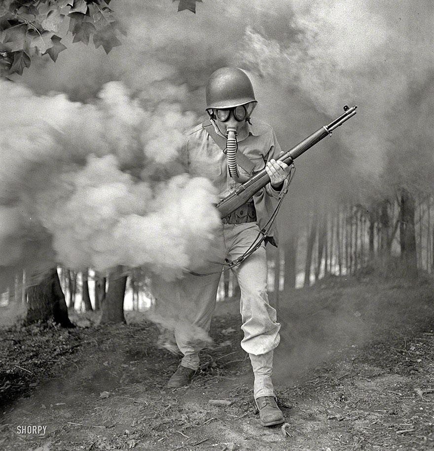 Солдат во время учений, Виргиния, США, 1942 год