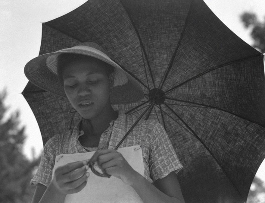 Женщина с зонтиком, Луизиана, США, 1937 год