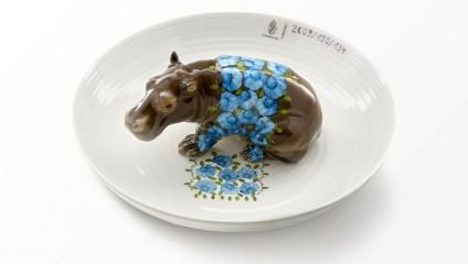Животные в тарелках. Элегантные фарфоровые изделия от Хеллы Йонгериус