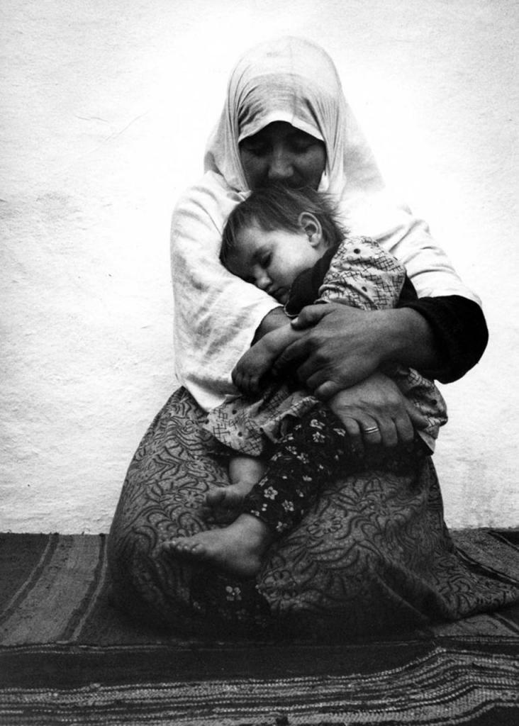 mothers-childhood-photography-family-ken-heyman-11