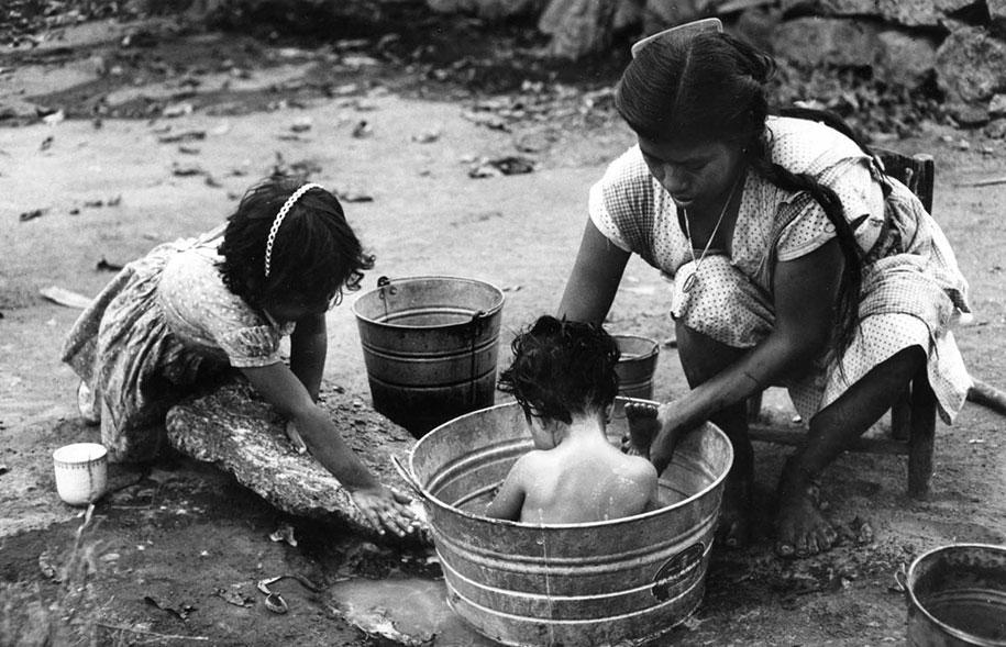 mothers-childhood-photography-family-ken-heyman-15