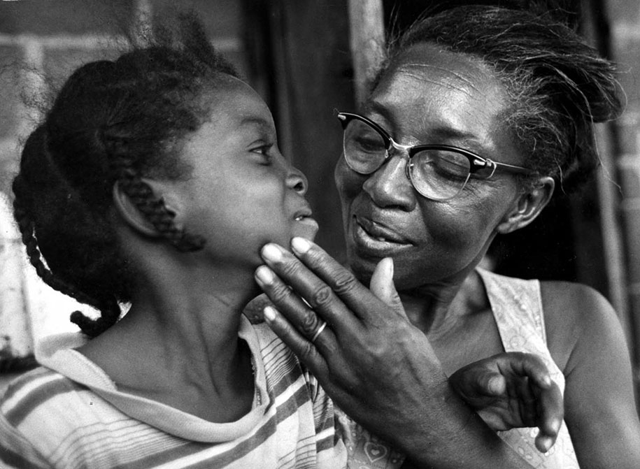 mothers-childhood-photography-family-ken-heyman-17