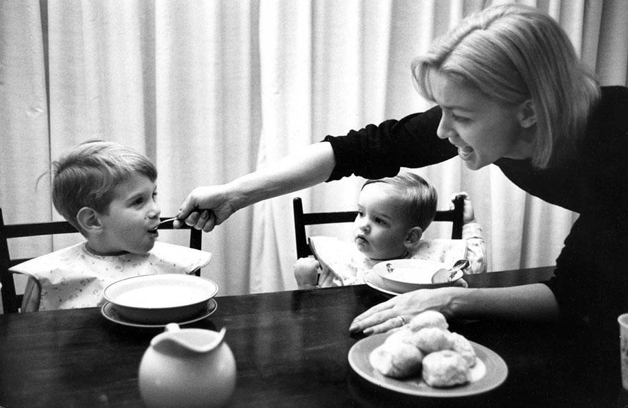 mothers-childhood-photography-family-ken-heyman-3