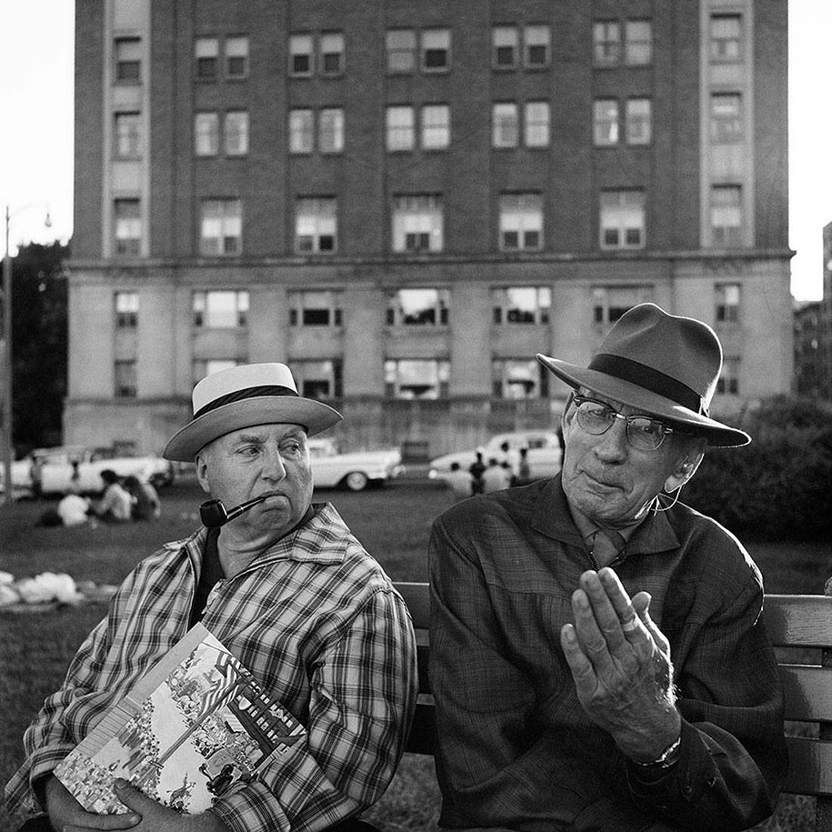 new-york-chicago-street-photography-vivian-maier-10