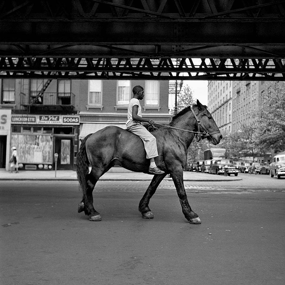 new-york-chicago-street-photography-vivian-maier-27