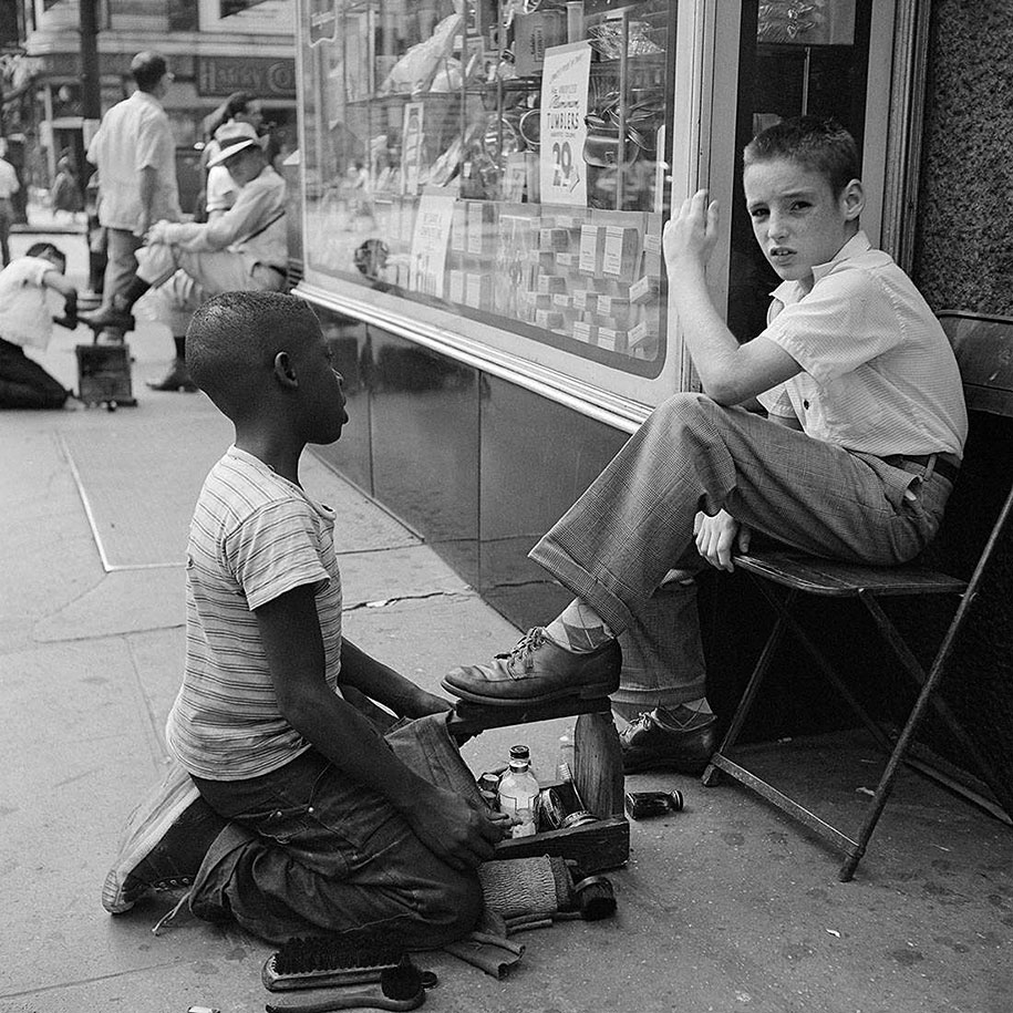new-york-chicago-street-photography-vivian-maier-32