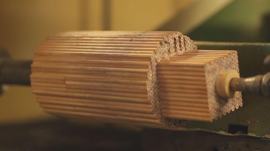 Чарующая трансформация карандашей в дизайнерские вазы