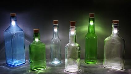 Волшебные перезаряжаемые светильники из старых бутылок