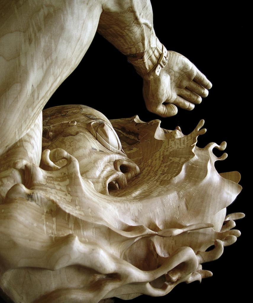 Деревянные скульптуры, демонстрирующие подлинные эмоции