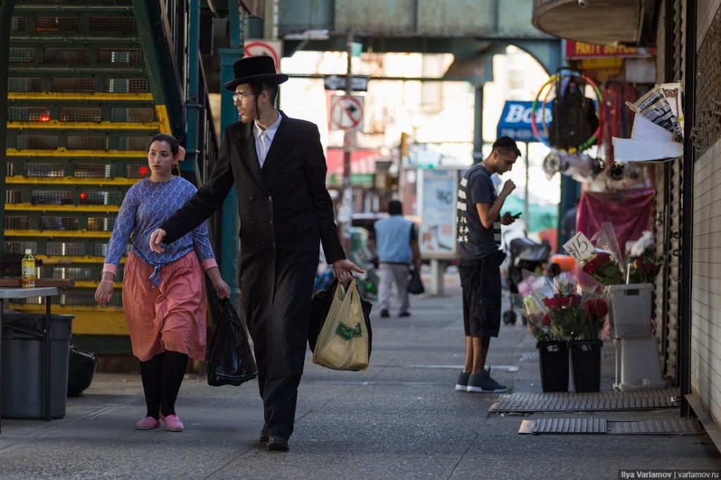 В Нью-Йорке более миллиона евреев.