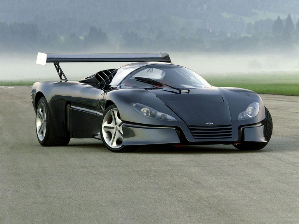 Sbarro GT1 является единственным в своем роде. Он был собран в честь победы команды Mercedes в гоночной серии Ле Ман в 1999 году. Автомобиль оснащён 7,4-литровым двигателем V8 мощностью 450 лошадиных сил. Сейчас, конечно, может показаться, что это не так уж и много для такого огромного двигателя, но в то время такая производительность казалась просто огромной. Двигатель установлен сзади и прямо по центру усиленного композитного кузова.