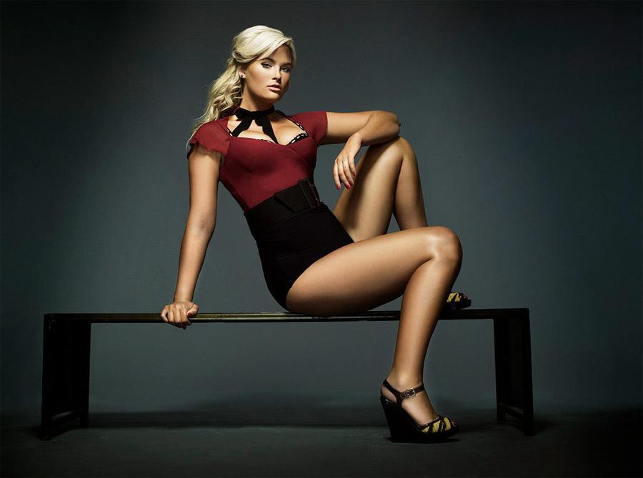 Уитни стала известной, выиграв популярный телевизионный конкурс «10 лучших моделей Америки».