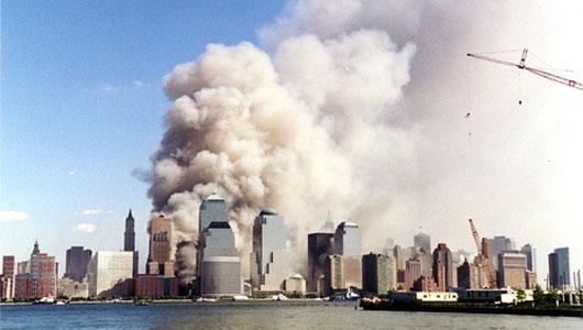 Документальный фильм о трагических событиях 11 сентября 2001 года. Фильм представляет собой журналистское расследование теракта в Нью-Йорке.