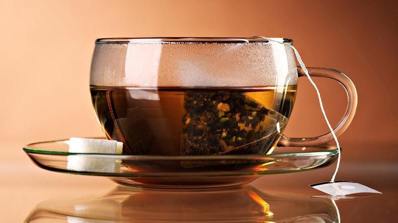Пейте натуральный чай, в котором ничего не плавает, дополнительного вкуса нет. Все ароматизированные чаи то с лимонной кислотой, то с апельсиновой кислотой, то с еще какой-то там кислотой. Привыкание возникает мгновенно. Нам необходимо все кислоты вывести из организма.