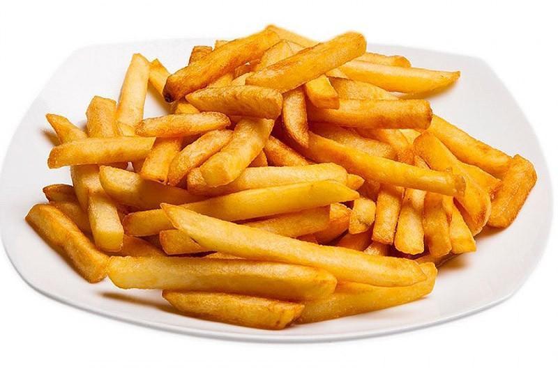 Сейчас используются антиокислители такие, что картошка держится год и не чернеет. Всё, что касается фаст-фудов, шаурмы, пирожки и даже салатики в Макдачной.