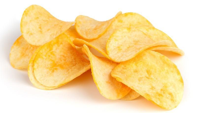 Картофельные чипсы, особенно приготовленные не из цельной картошки, а из пюре. В сущности это смесь углеводов и жира плюс искусственные вкусовые добавки.