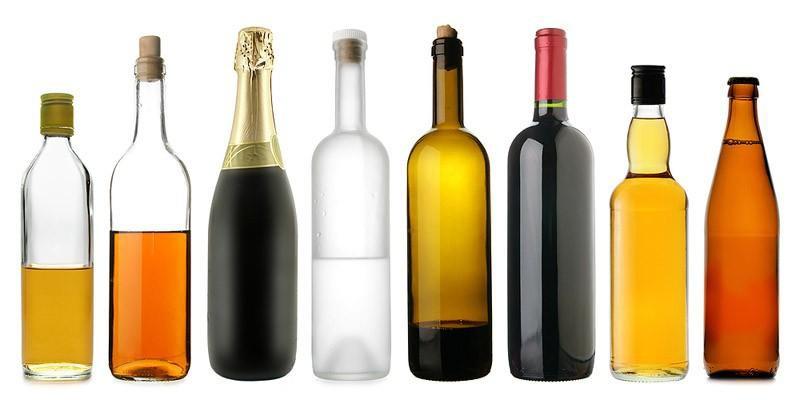 Алкоголь. Даже в минимальных количествах мешает усваиванию витаминов. Кроме того, алкоголь очень калориен сам по себе. Рассказывать о влиянии алкоголя на печень, почки, наверно, и не стоит, вы и так всё прекрасно знаете. И не стоит полагаться на то, что определенное количество алкоголя идет на пользу. Всё это имеет место лишь при разумном подходе к его употреблению (довольно редко и в малых дозах).