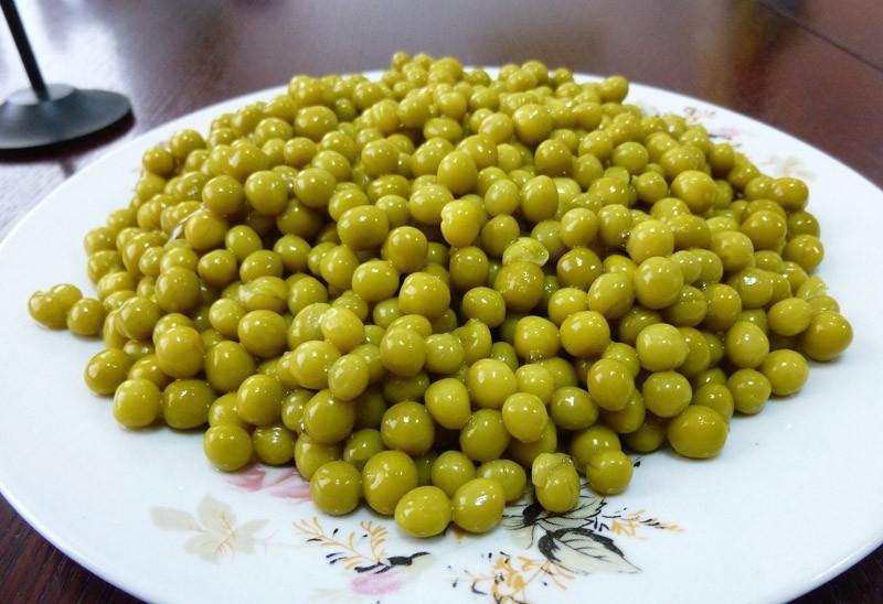 Арахис. Вживляется ген петунии. Страшно ядовитое вещество. И насекомые арахис не едят; зеленый горошек, кукуруза (консервированные); импортный картофель; крабовые палочки (крабовая эссенция, смешанная с соей); какао.