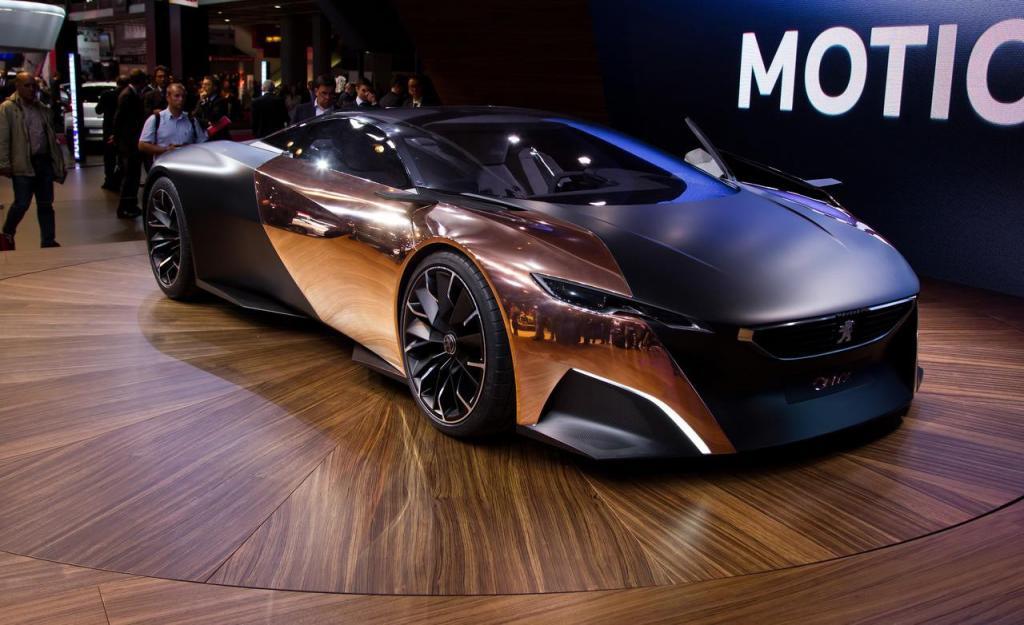 Оригинальные французы построили суперкар с «каменным» названием из необычных для такого дела материалов. Помимо уже привычного карбона, в конструкции Peugeot Onyx были использованы медь, войлок и бумага. Французы сразу заявили, что не будут выпускать Onyx серийно, однако дали понять, какому стилистическому направлению они собираются следовать в будущем. В частности, главный дизайнер Peugeot Жиль Видаль обмолвился, что «передок» концепта дает представление о том, как может выглядеть передняя часть у следующего поколения моделей 308 и 3008.