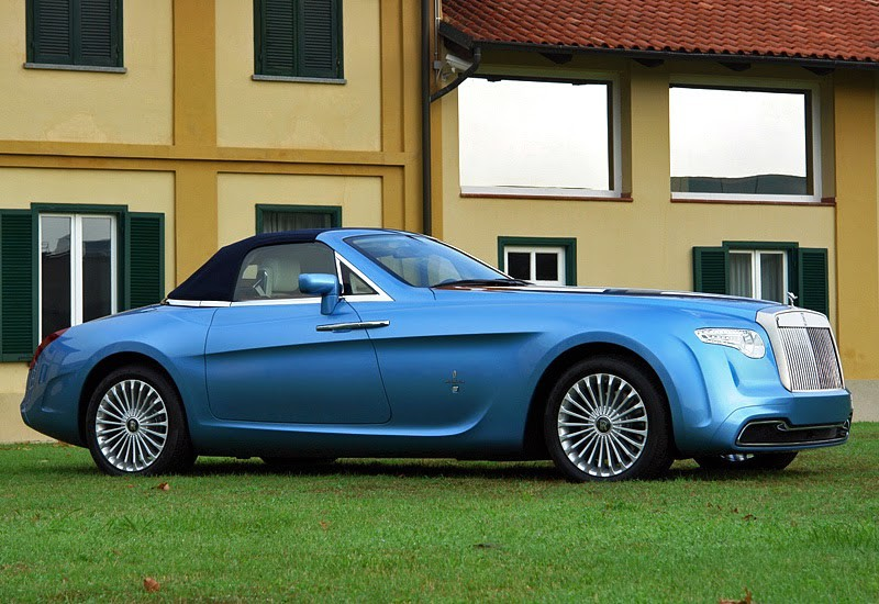 Это эксклюзивное авто заказал коллекционер Роланд Холл. Rolls-Royce Hyperion был сделан в 2008 году и представляет из себя кабриолет, чья внешность навеяна образами моделей, выпускаемых кузовным ателье Rollers в 1930-х годах. Дизайном занималось легендарное ателье Pininfarina.