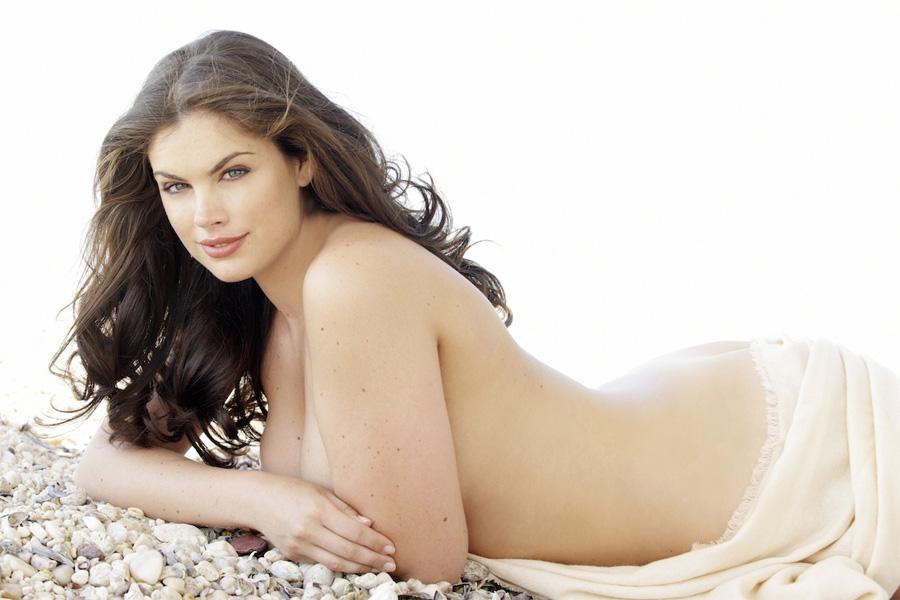В прошлом году Хлои Маршалл победила в финале престижных соревнований «Мисс Англия». Затем девушка переехала в Нью-Йорк, где постоянно выступает в качестве модели Macy's.
