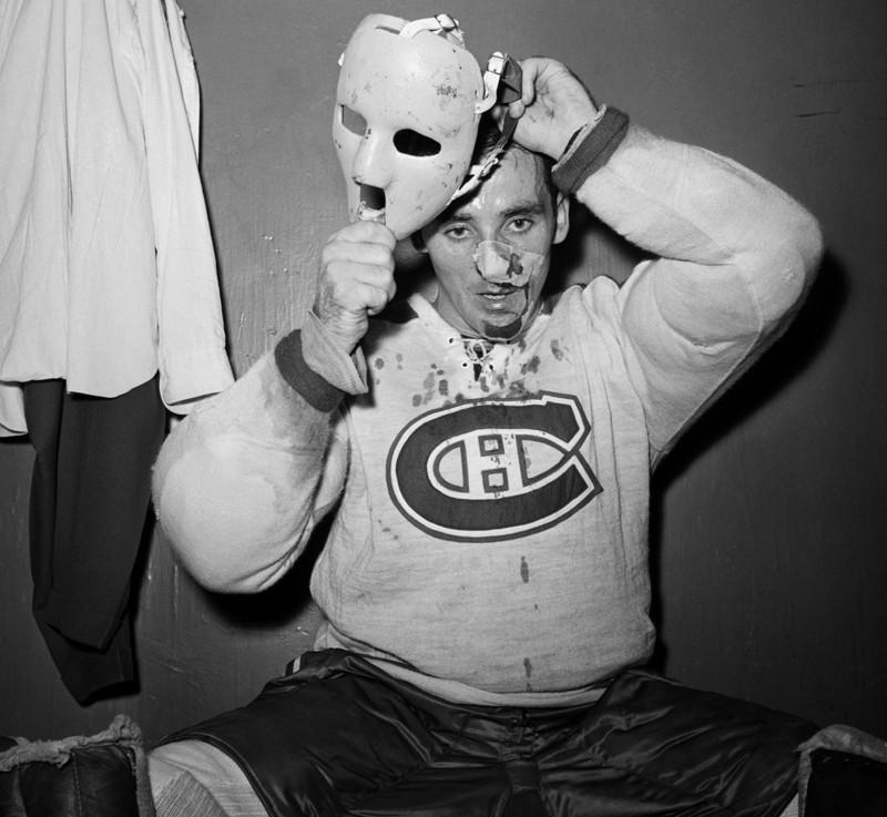 Первый хоккейный вратарь, надевший маску во время игры регулярного чемпионата НХЛ — Жак Плант. 1 ноября 1959 года.