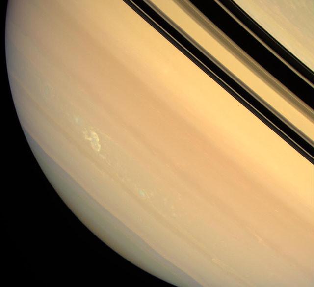Долгоживущая гроза на поверхности Сатурна