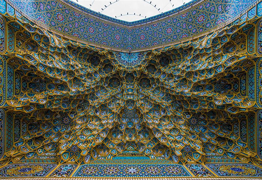 Гипнотизирующие потолки мечетей, которые подчёркивают чудеса исламской архитектуры