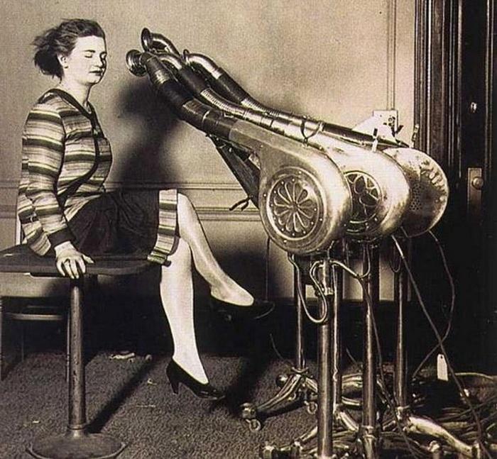 Подобные строенные гигантские фены использовались для быстрой сушки волос в 1920-е годы.