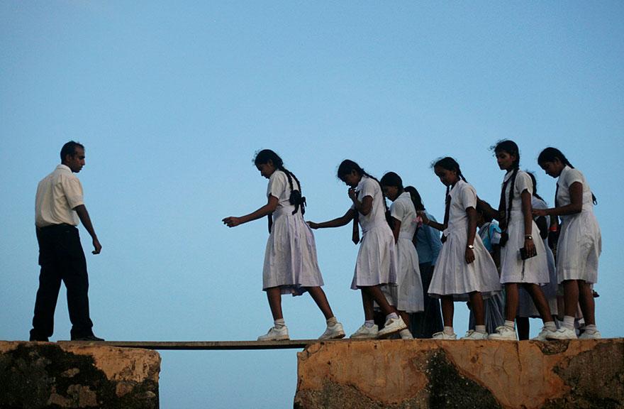Препятствие на пути в школу,  Шри-Ланка