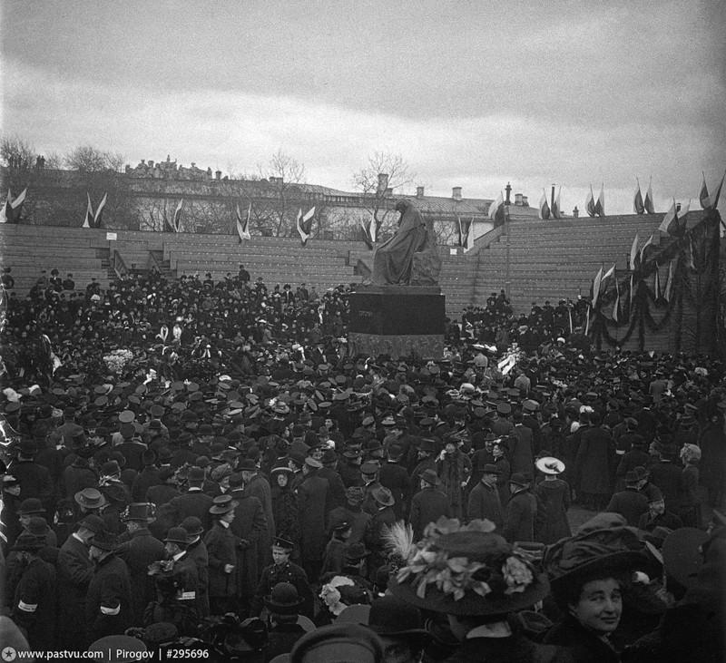 Открытие памятника Гоголю, 1909 год.