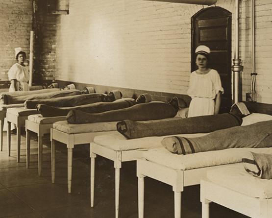В психиатрических клиниках больных заворачивали в мокрые одеяла, чтобы успокоить