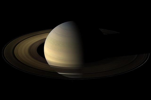 Фото Сатурна во время равноденствия