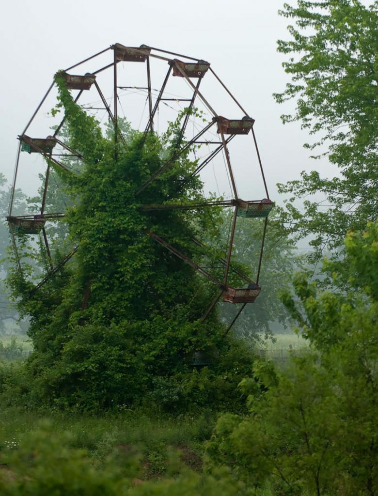 Заброшенное колесо обозрения
