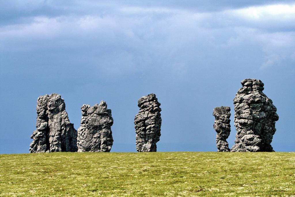 Столбы выветривания на плато Маньпупунёр в Печоро-Илычском заповеднике в республике Коми