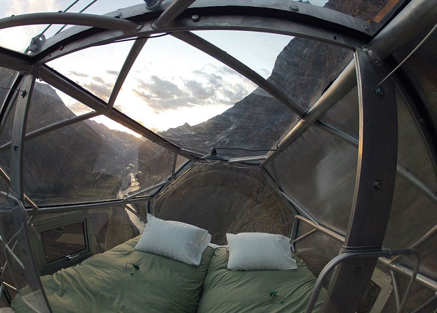 scary-see-through-suspended-pod-hotel-peru-sacred-valley-1