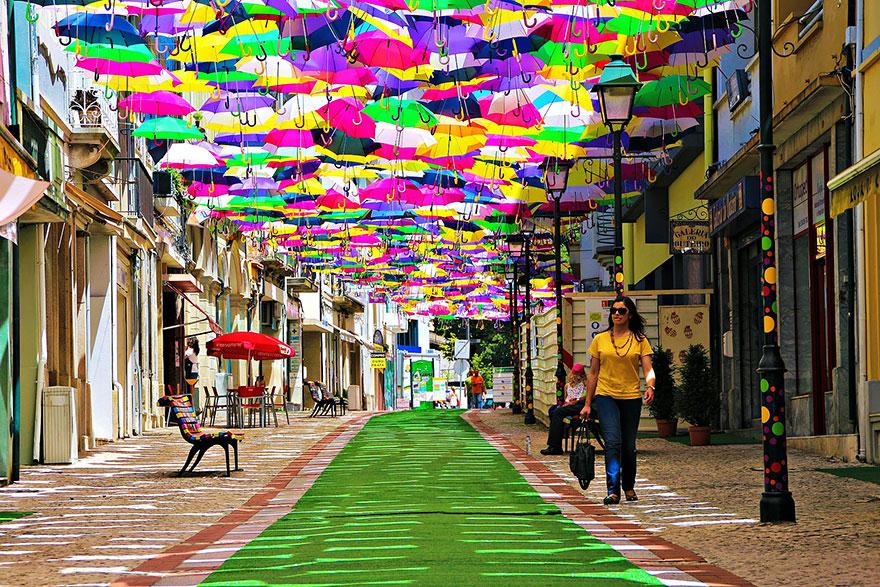 unique-festivals-around-the-world-agitagueda-art-festival__880