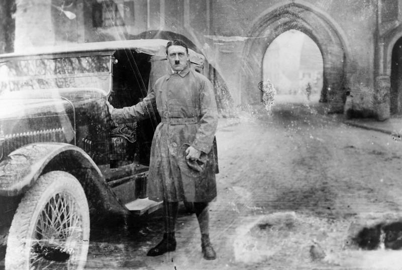 Гитлер 20 декабря 1924 года, сразу после выхода из Ландсбергской тюрьмы, куда он был посажен за организацию «пивного путча».